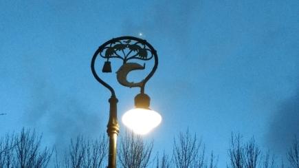 Iluminação na frente da Catedral
