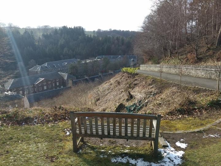 New Lanark aparece lá embaixo a margem do rio Clyde